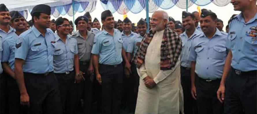 Modi marks Diwali with army men along Pakistan border