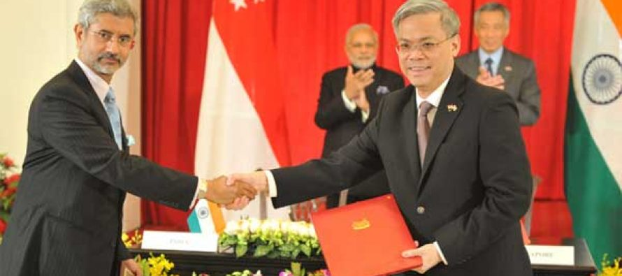 The Prime Minister, Narendra Modi and the Prime Minister of Singapore, Lee Hsien Loong, during the signing ceremony