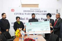 MD, CWC, Harpreet Singh presenting the dividend cheque for 2014-15 to the Minister for Consumer Affairs, Food and Public Distribution