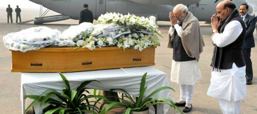 The Prime Minister, Narendra Modi paying homage at the mortal remains of Mufti Mohammad Sayeed, at Palam Airport,