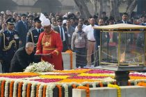 President, Pranab Mukherjee laying wreath at the Samadhi of Mahatma Gandhi on the occasion of Martyr's Day, at Rajghat
