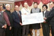 CMD, Satluj Jal Vidyut Nigam Ltd. (SJVN), R.N. Misra presenting the interim dividend cheque of Rs.167.99 crore for the Financial Year