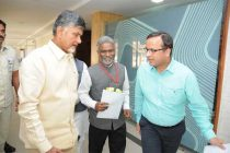 Dr. M Ravi Kanth, CMD, HUDCO discussing Housing & Urban Infrastructure issues of A.P. with CM, Shri N. Chandrababu Naidu.