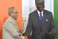 President, Pranab Mukherjee receiving the Key and Parchment of city of Abidjan from the Governor of Abidjan, Robert Beugre Mambe,