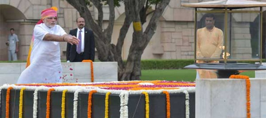 Prime Minister, Narendra Modi paying floral tributes at the Samadhi of Mahatma Gandhi, at Rajghat, on the occasion of 70th Independence Day,