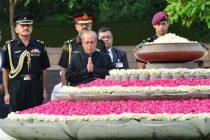 President, Pranab Mukherjee paying homage at the Samadhi of the former Prime Minister, late Shri Rajiv Gandhi