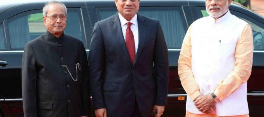 The President of India, Shri Pranab Mukherjee receiving the President of the Arab Republic of Egypt, H.E. Mr. Abdel Fattah El Sisi during his Ceremonial Reception at the Forecourt of Rashtrapati Bhavan