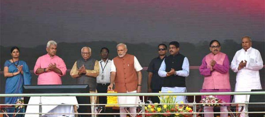 PM Lays Foundation Stone of Varanasi City Gas Distribution Project