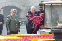 President of Israel, Reuven Rivlin paying floral tributes at the Samadhi of Mahatma Gandhi, at Rajghat, in Delhi