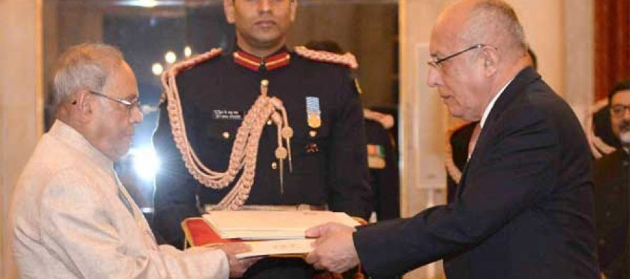 Ambassador-designate of Peru, Jorge Juan Castaneda Mendez presenting his credentials to the President, Pranab Mukherjee