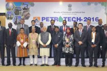 Prime Minister, Narendra Modi in a group photograph at the PETROTECH-2016: 12th International Oil & Gas Conference
