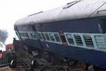 Express train derails in UP, 6 dead