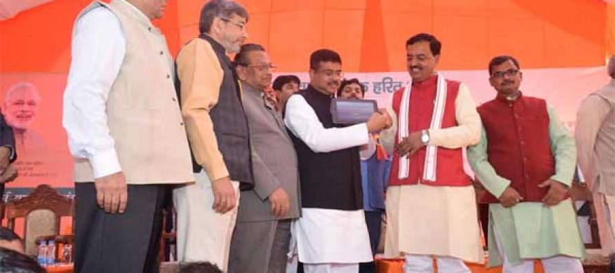 Petroleum Minister inaugurates City Gas Distribution Project in Allahabad