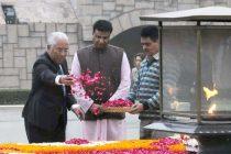 Prime Minister of Portuguese Republic, Antonio Costa paying floral tributes at the Samadhi of Mahatma Gandhi, at Rajghat