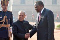 President of India, Pranab Mukherjee, receives Uhuru Kenyatta, President of the Republic of Kenya