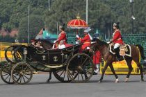 President uses buggy to arrive at Parliament