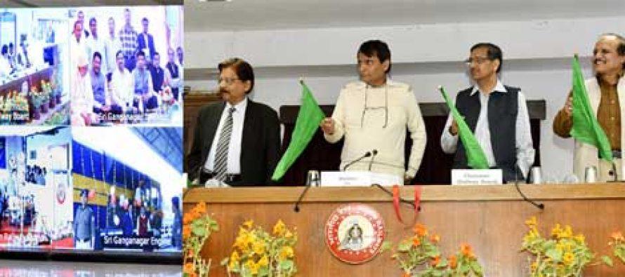 Railway Minister Suresh Prabhu flags off first Antyodaya Express between Ernakulam, Howrah