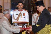 High Commissioner-Designate of Malaysia, Dato' Hidayat Abdul Hamid presenting his credentials to the President, Pranab Mukherjee