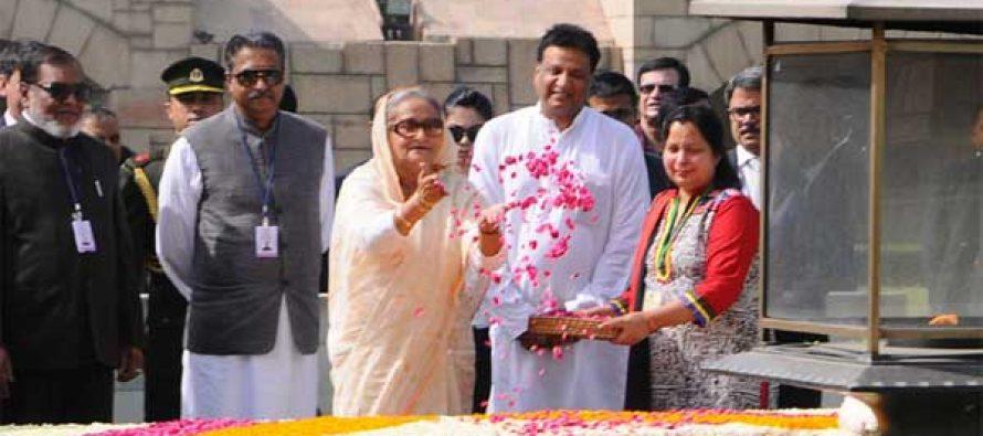 Prime Minister of Bangladesh, Sheikh Hasina paying floral tributes at the Samadhi of Mahatma Gandhi, at Rajghat