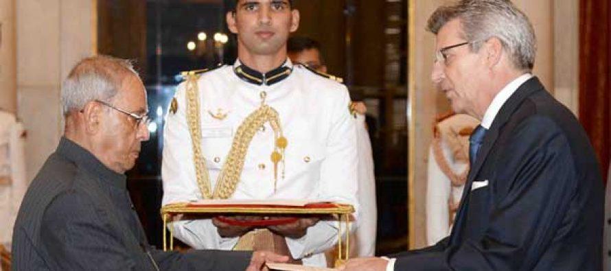 Ambassador-designate of Spain, Jose Baranano presenting his credentials to the President, Pranab Mukherjee