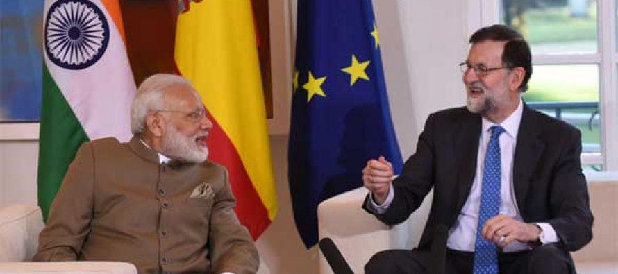 Prime Minister, Narendra Modi meeting the President of Spain, Mariano Rajoy, at La Moncloa Palace