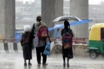 Heavy rains lash Lucknow, bring down mercury