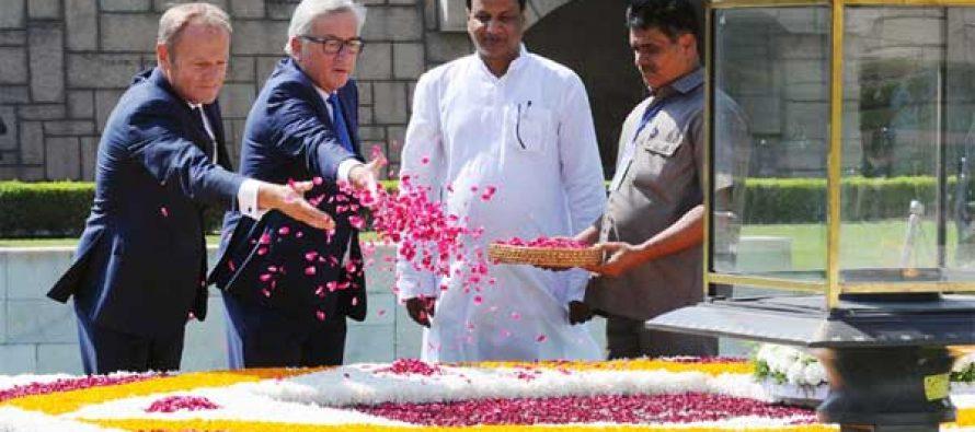 President, European Council, Donald Franciszek Tusk and the President, European Commission, Jean-Claude Juncker paying floral