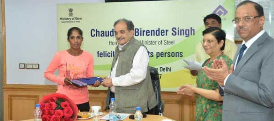 Steel Minister felicitates sportsperson winning Champion's Run