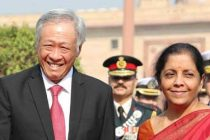Minister for Defence, Nirmala Sitharaman receiving the Defence Minister of Singapore, Dr. Ng Eng Hen