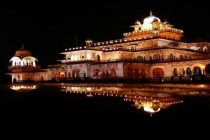 Raje launches 'night tourism' in Jaipur