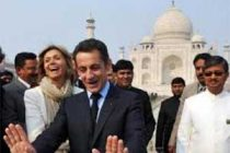 French President visits Taj Mahal