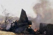 Plane crashes after mid-air collision in Canada