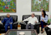 President of India, Ram Nath and First Lady of India are being welcoming by the Deputy  Minister of Foreign Affairs of Cuba, Rogelio Sierra Díaz