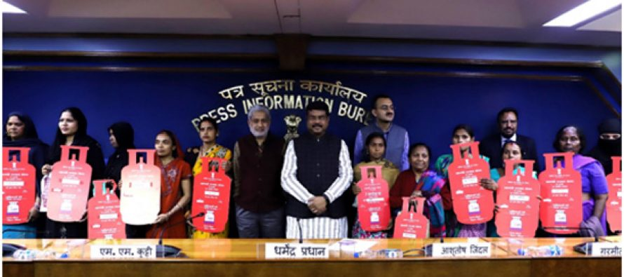 Petroleum Minister Dharmendra Pradhan hands over 7 Croreth LPG connection under PMUY; Milestone reached in just 34 months