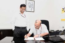 Subhash Chandra Garg handing over charge of the Secretary, Department of Economic Affairs to Atanu Chakraborty