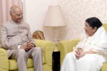 President Ram Nath Kovind meeting with Lata Mangeshkar ji at her residence in Mumbai