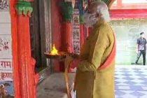Modi offers prayers at 10th century Hanuman Garhi temple