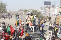 Farmers try to go Ramlila Maidan, police take them to Nirankari ground