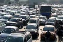Commuters hassled due to traffic jam on Delhi-Gurugram border