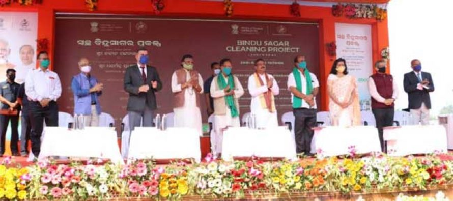 Chief Minister of Odisha and Minister for Petroleum, Natural Gas & Steel jointly launch Bindu Sagar Lake Cleaning project at Bhubaneswar