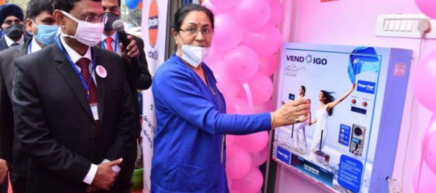 """इंडियन ऑयल ने """"महिलाओं द्वारा संचालित पेट्रोल पंप"""" से मनाया 'ग्राहक दिवस उत्सव'"""
