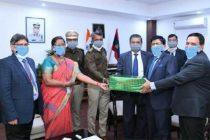 कॉर्पोरेट सामाजिक दायित्वके निर्वहन में दिल्ली बैंक नगर राजभाषा कार्यान्वयन समिति (नराकास) ने किया मास्क, ग्लब्स, सैनिटाइजर का वितरण
