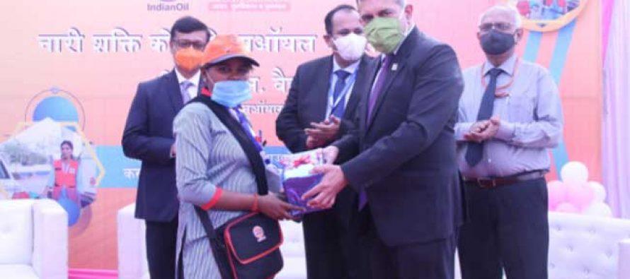 """इंडियन ऑयल ने गोरखपुर ज़िले का पहला """"महिलाओं द्वारा संचालित पेट्रोल पम्प"""" शुरू किया"""