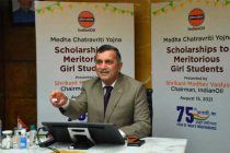 IndianOil hands over scholarship to meritorious girl students who topped Class X examinations under 'Medha Chatravriti Yojna'