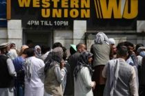 Main money exchange market reopens in Kabul, crowds remain outside banks