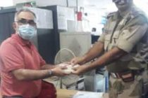 CISF restores the bag containing cash INR 1,08,000/- & valuables to the rightful owner at Dwarka Sec-21, Metro Station