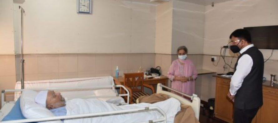 Health Minister Mansukh Mandaviya visits Manmohan Singh at AIIMS